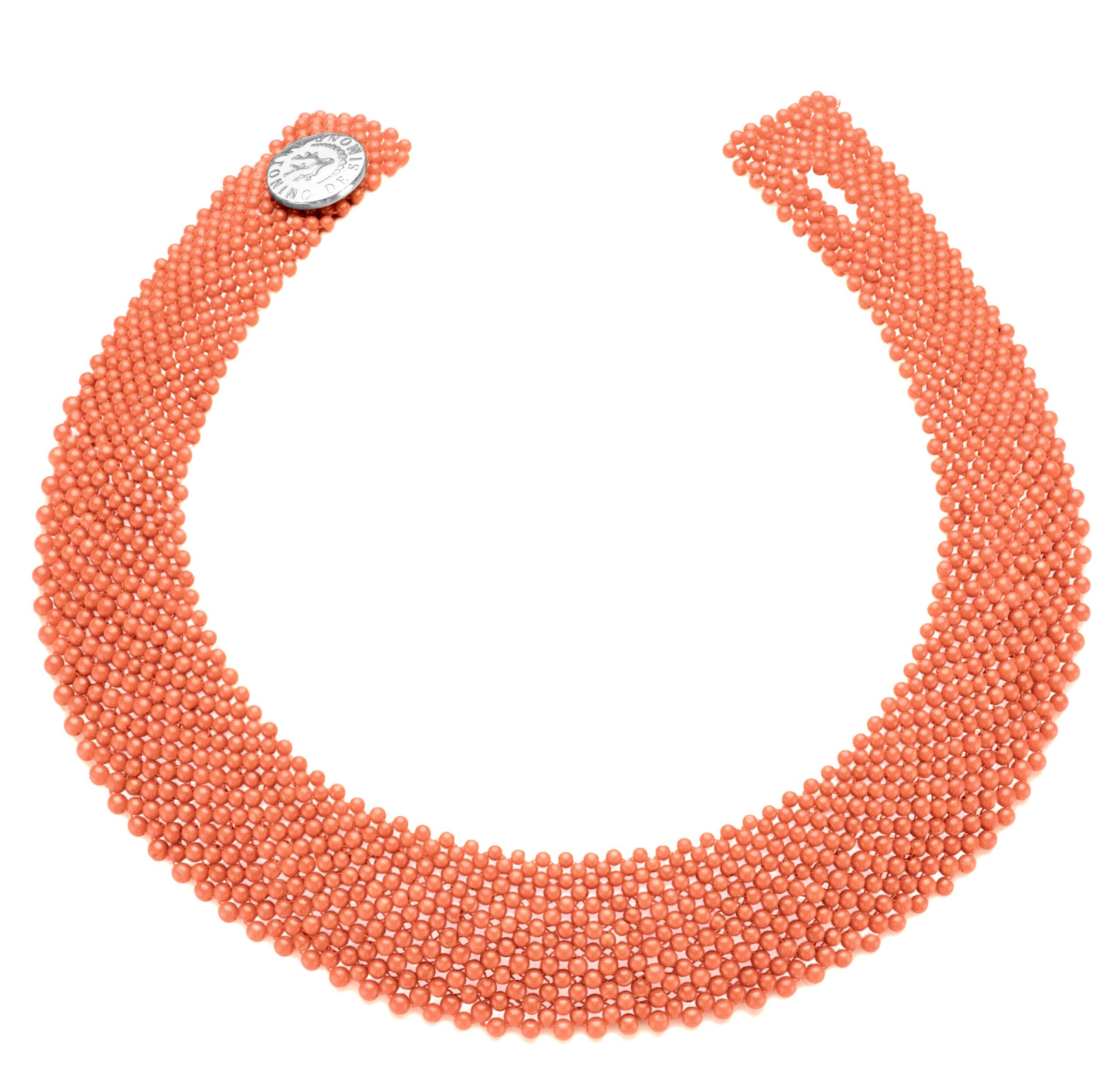 Collier in corallo rosa del Pacifico e bottone in argento