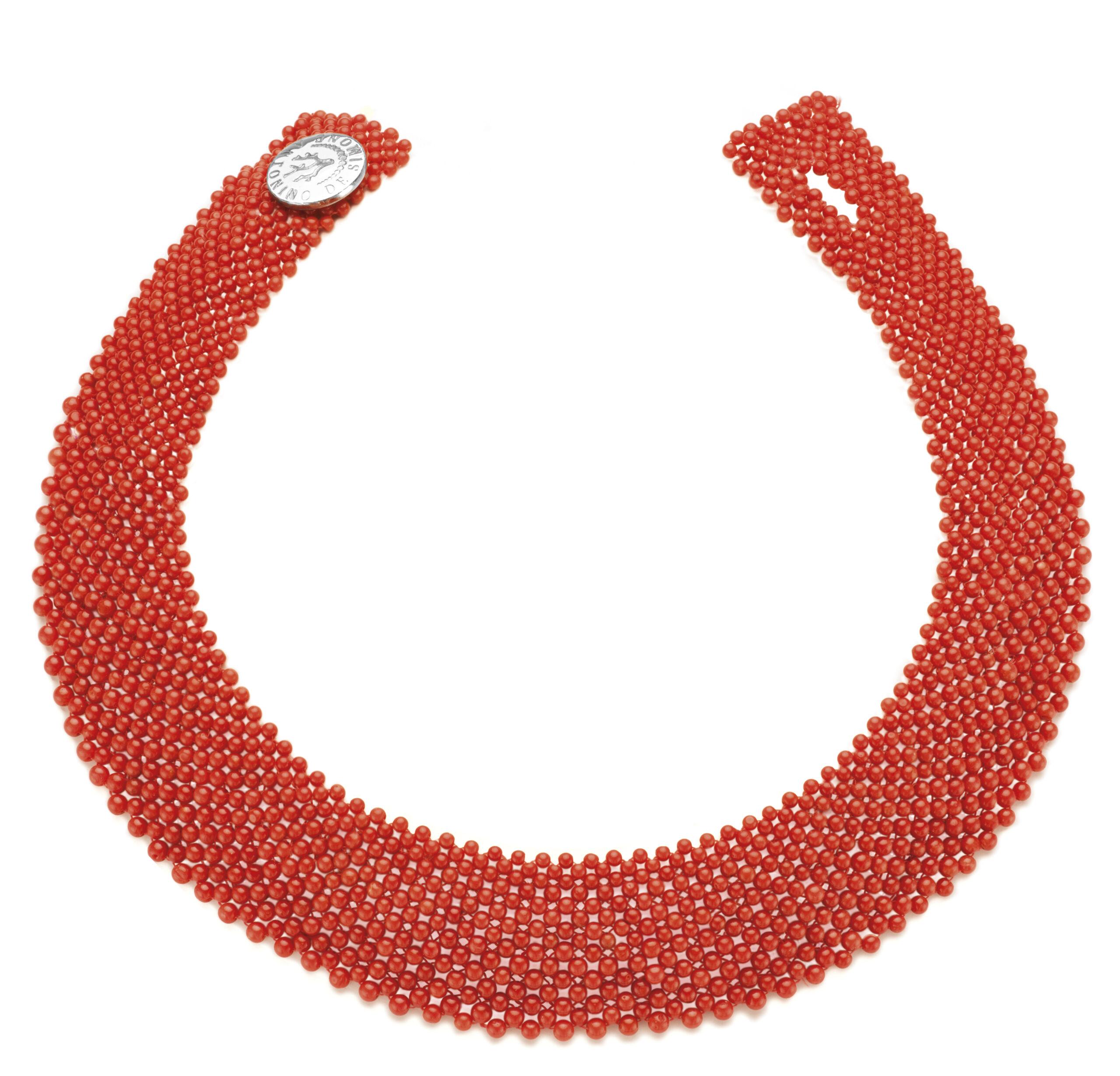 Collier in corallo rosso del Mediterraneo e bottone in argento